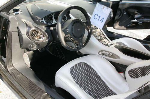 Aston-martin-one-77-a-villa-deste_33.jpg